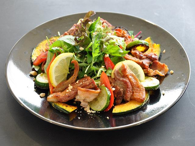 カリカリ豚のスタミナサラダ
